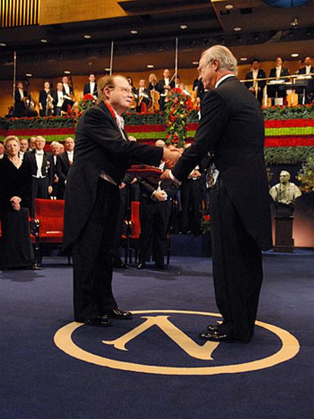 Pr. Luc Montagnier, Réception du Prix Nobel de Sa Majesté le Roi Carl XVI Gustaf, au Stockholm Concert Hall, 10 Décembre 2008
